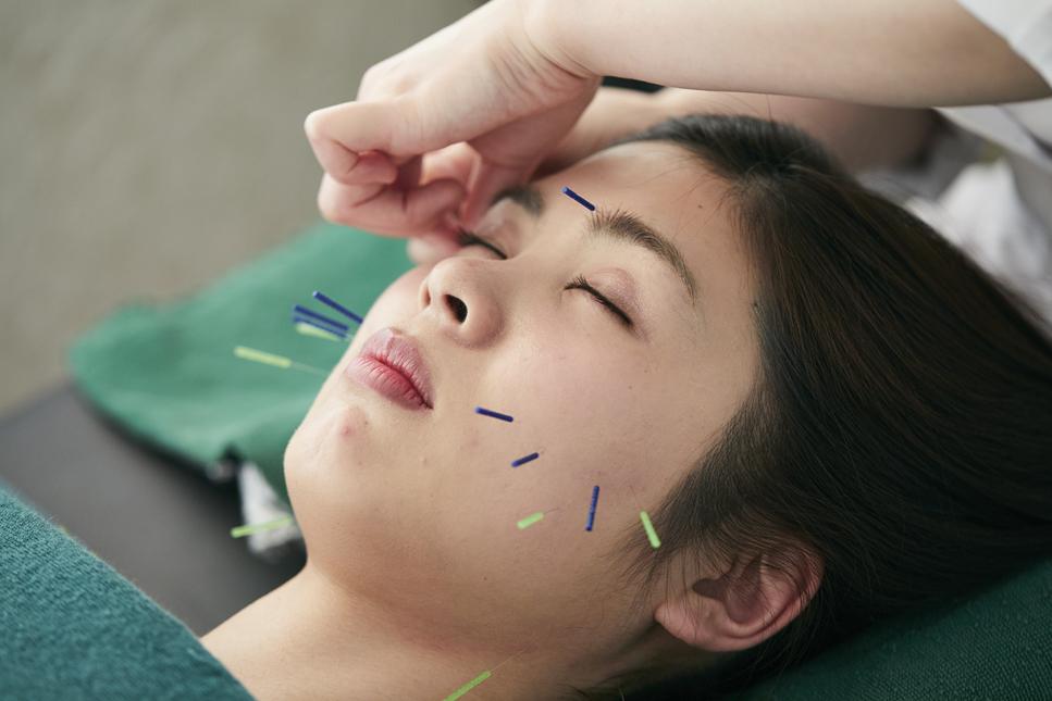 小顔美人になれる青木式美容鍼灸