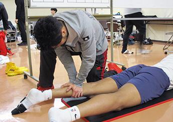 卒業生スペシャル! 「プロバスケットボールリーグ帯同トレーナー」来校!
