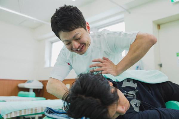 卒業生スペシャル!接骨院で働く柔道整復師の一日